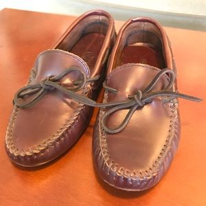 Minnetonka Moccasins Leather Rubber Dotted Sole